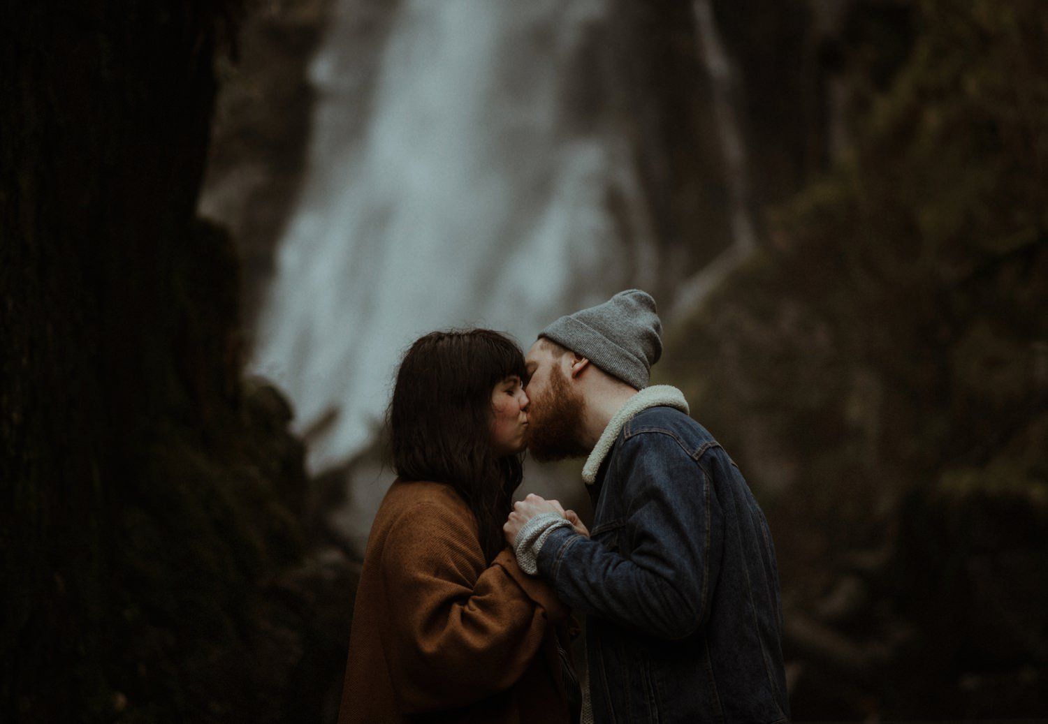 kissing infront of waterfall