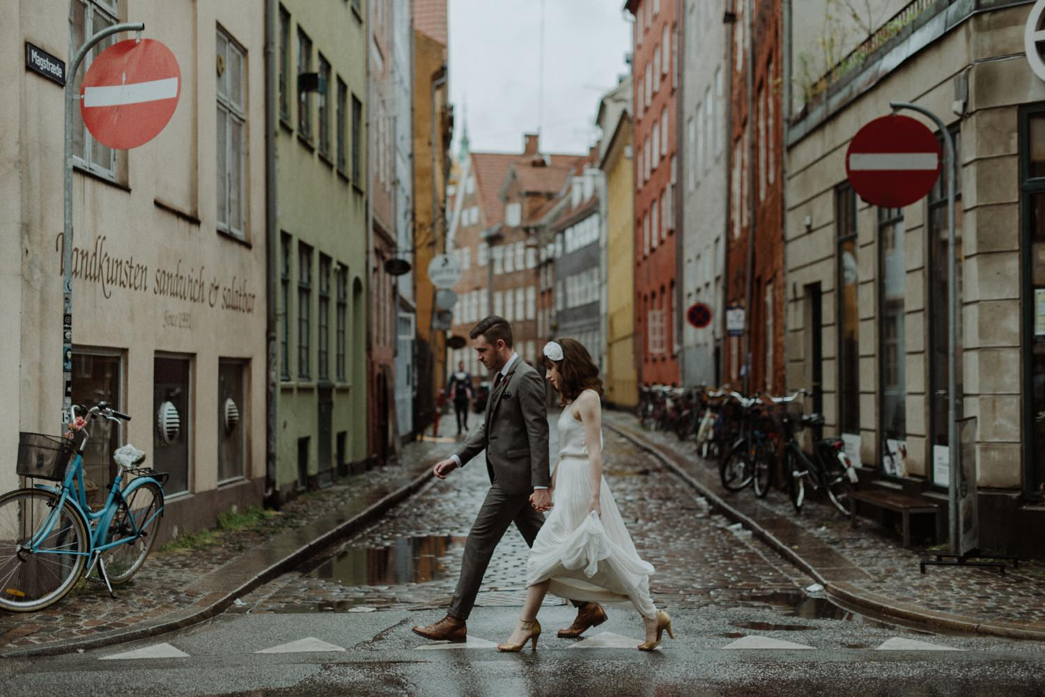 wedding couple crossing street copenhagen
